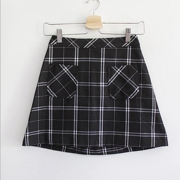 🧚🏻♀️3/30 H&M | B&W checkered mini skirt